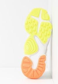 adidas Originals - MAGMUR RUNNER ADIPRENE+ RUNNING-STYLE SHOES - Sneakersy niskie - crystal white/core black/footwear white - 8