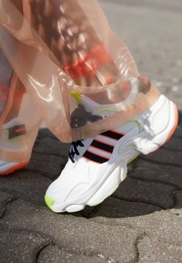 adidas Originals - MAGMUR RUNNER ADIPRENE+ RUNNING-STYLE SHOES - Sneaker low - crystal white/core black/footwear white - 4