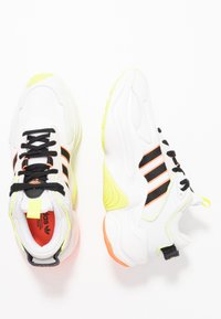 adidas Originals - MAGMUR RUNNER ADIPRENE+ RUNNING-STYLE SHOES - Sneakersy niskie - crystal white/core black/footwear white - 5