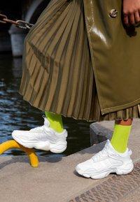 adidas Originals - MAGMUR RUNNER ADIPRENE+ RUNNING-STYLE SHOES - Joggesko - footwear white - 4