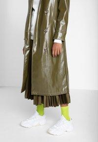 adidas Originals - MAGMUR RUNNER ADIPRENE+ RUNNING-STYLE SHOES - Joggesko - footwear white - 0
