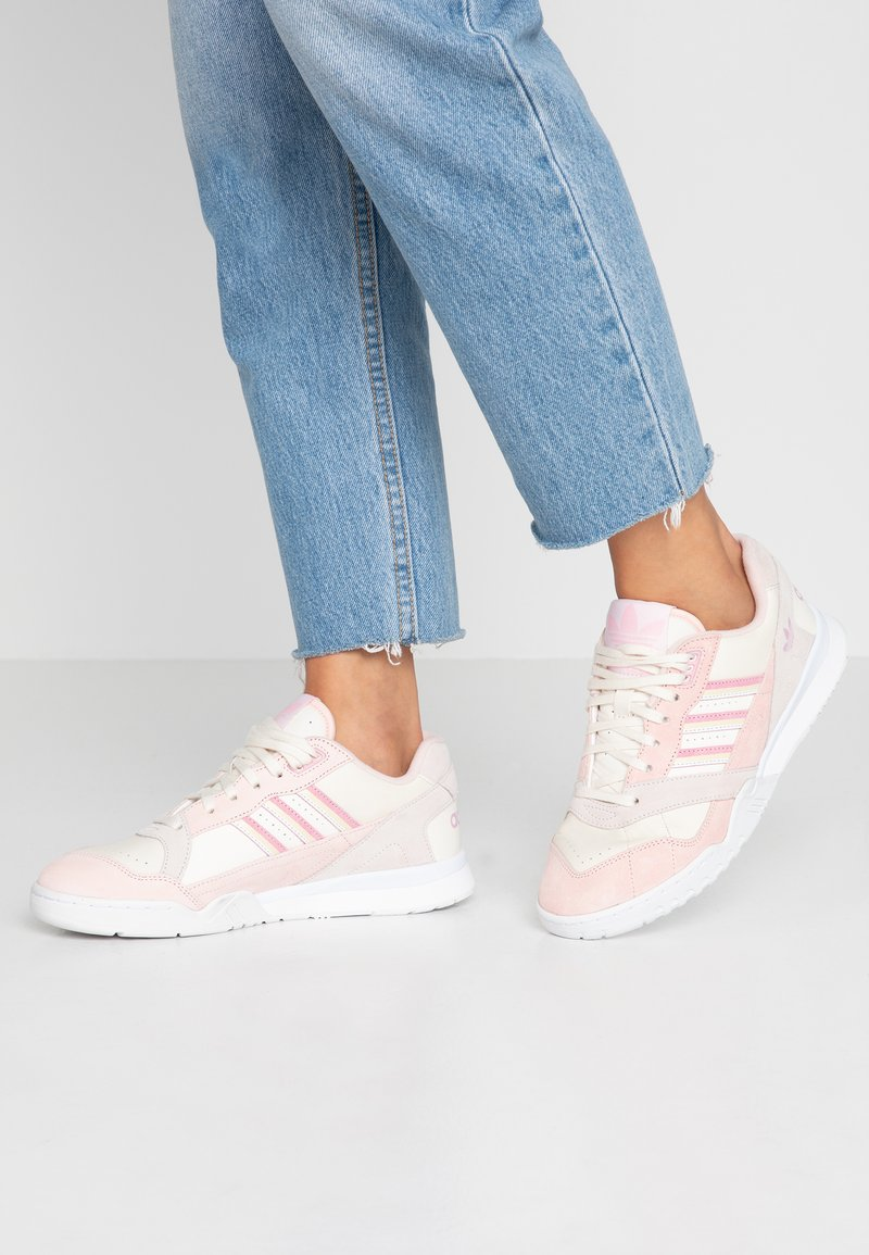 adidas Originals - A.R. TRAINER - Trainers - core white/true pink/orchid tint