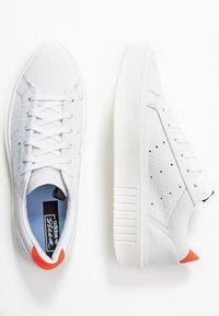 adidas Originals - SLEEK SUPER - Sneakersy niskie - footwear white/solar red - 5