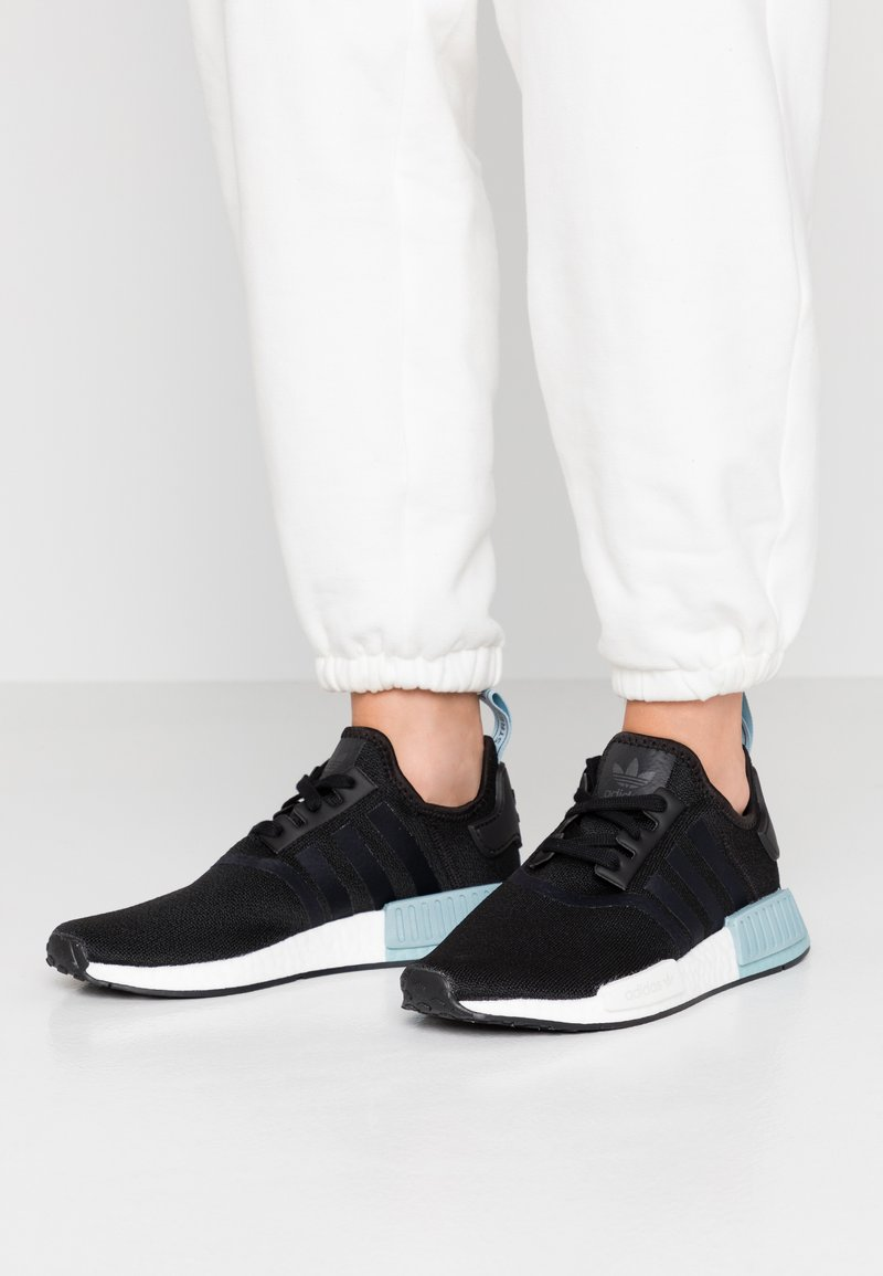 adidas Originals - NMD_R1 - Sneakersy niskie - clear black/ash grey
