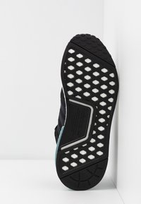 adidas Originals - NMD_R1 - Sneakers - clear black/ash grey - 6