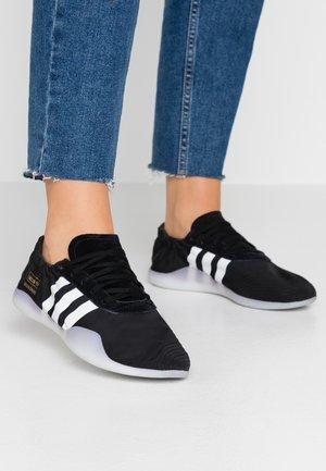 TAEKWONDO TEAM - Sneakers laag - core black/footwear white