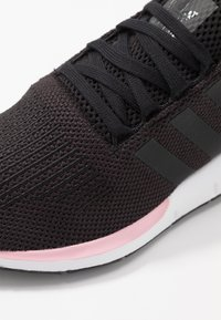 adidas Originals - SWIFT RUN  - Trainers - core black/true pink - 2