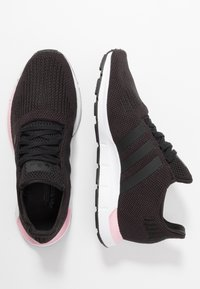 adidas Originals - SWIFT RUN  - Trainers - core black/true pink