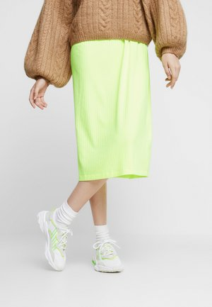 OZWEEGO ADIPRENE+ RUNNINIG-STYLE SHOES - Matalavartiset tennarit - footwear white/super yellow/super green