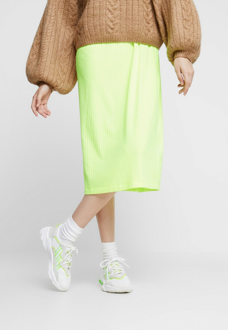 adidas Originals - OZWEEGO ADIPRENE+ RUNNINIG-STYLE SHOES - Zapatillas - footwear white/super yellow/super green