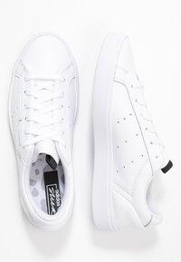 adidas Originals - SLEEK  - Sneakersy niskie - footwear white/crystal white/core black - 3