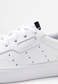 adidas Originals - SLEEK  - Sneakersy niskie - footwear white/crystal white/core black - 2