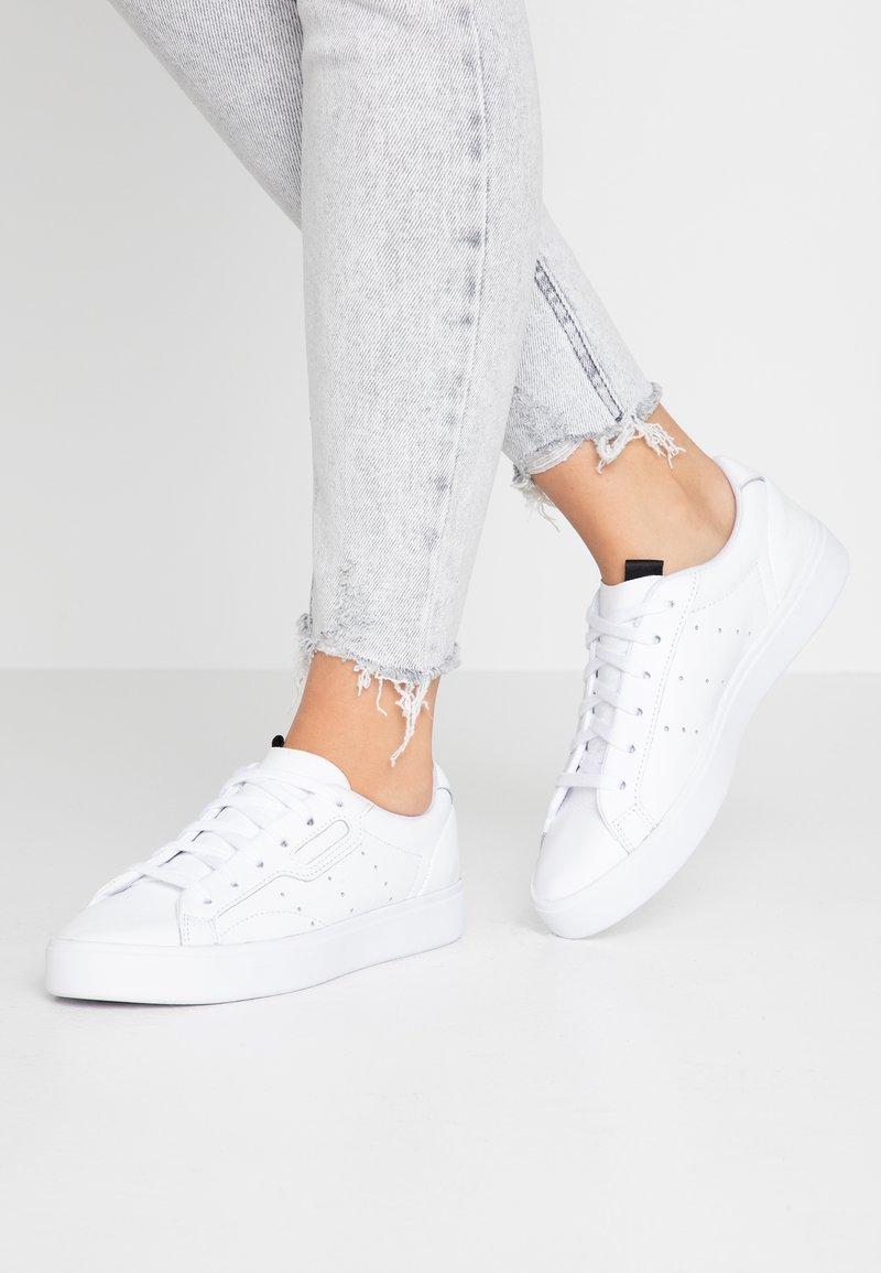 adidas Originals - SLEEK  - Sneakersy niskie - footwear white/crystal white/core black