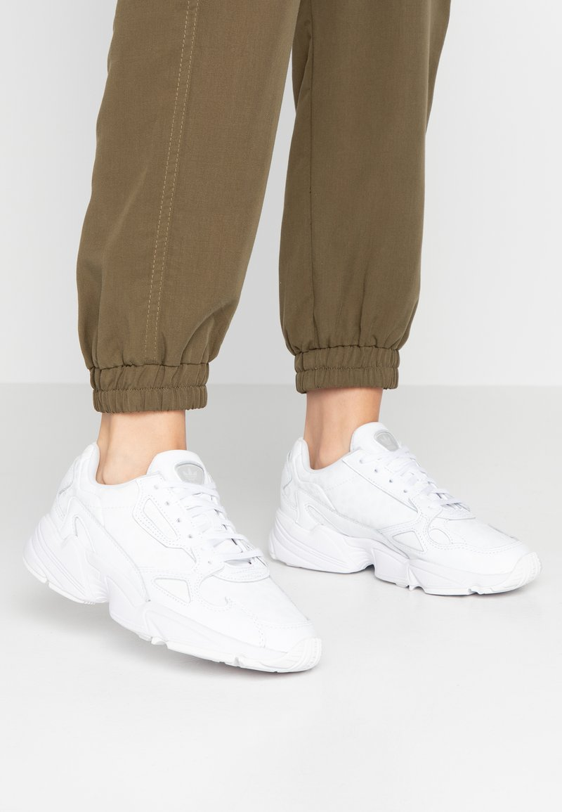 adidas Originals - FALCON TORSION SYSTEM RUNNING-STYLE SHOES - Joggesko - footwear white/crystal white/core black