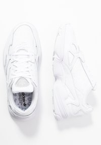 adidas Originals - FALCON TORSION SYSTEM RUNNING-STYLE SHOES - Joggesko - footwear white/crystal white/core black - 3