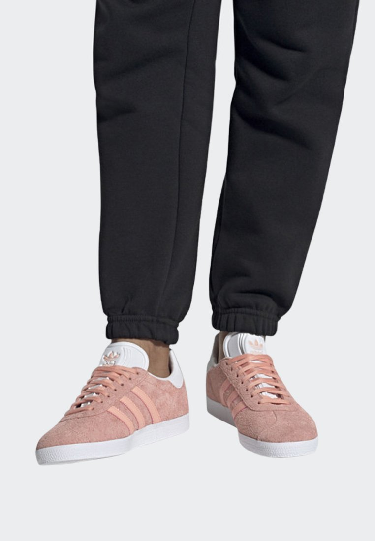 adidas Originals - GAZELLE SHOES - Sneaker low - pink