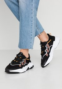 adidas Originals - OZWEEGO  ADIPRENE+ RUNNING-STYLE SHOES - Sneakers basse - core black/purple beauty/flash orange - 0