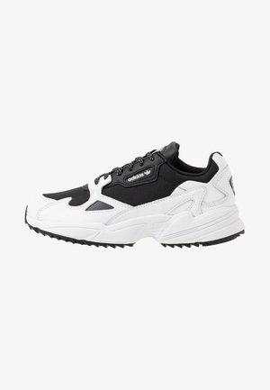 FALCON TRAIL - Baskets basses - core black/footwear white