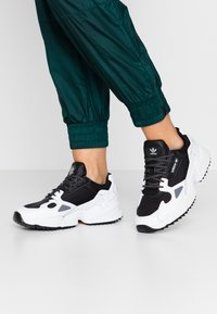adidas Originals - FALCON TRAIL - Tenisky - core black/footwear white - 1