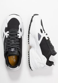 adidas Originals - FALCON TRAIL - Tenisky - core black/footwear white - 6
