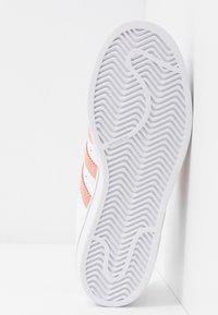 adidas Originals - SUPERSTAR - Sneaker low - footwear white/glow pink/core black - 6