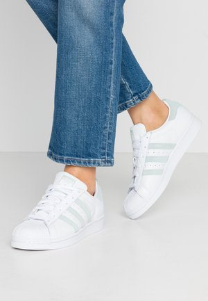 SUPERSTAR - Joggesko - footwear white/vapor green/core black