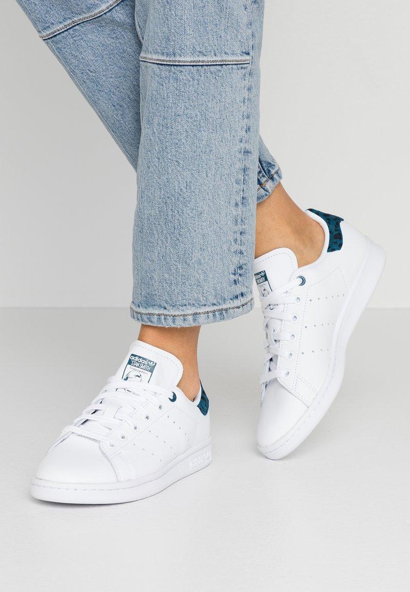 adidas Originals - STAN SMITH  - Trainers - footwear white/tech mint/core black