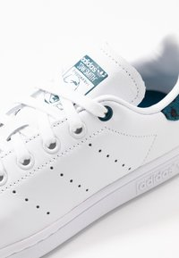 adidas Originals - STAN SMITH  - Trainers - footwear white/tech mint/core black - 2