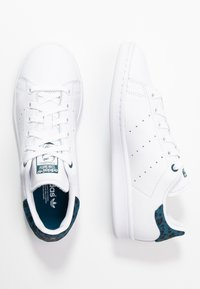adidas Originals - STAN SMITH  - Trainers - footwear white/tech mint/core black - 3