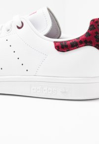 adidas Originals - STAN SMITH  - Sneakers - footwear white/collegiate burgundy - 2