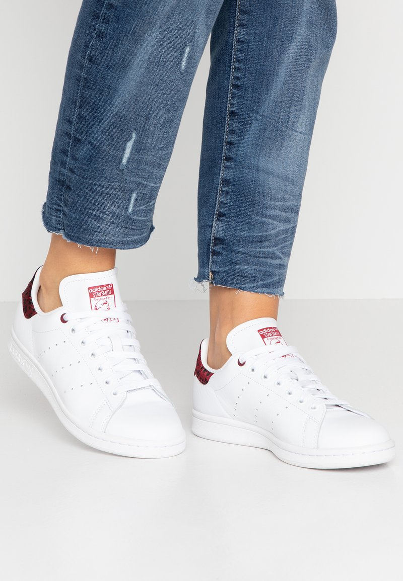adidas Originals - STAN SMITH  - Tenisky - footwear white/collegiate burgundy