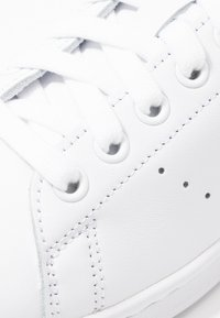 adidas Originals - STAN SMITH HEEL PATCH SHOES - Trainers - footwear white/glow blue - 2