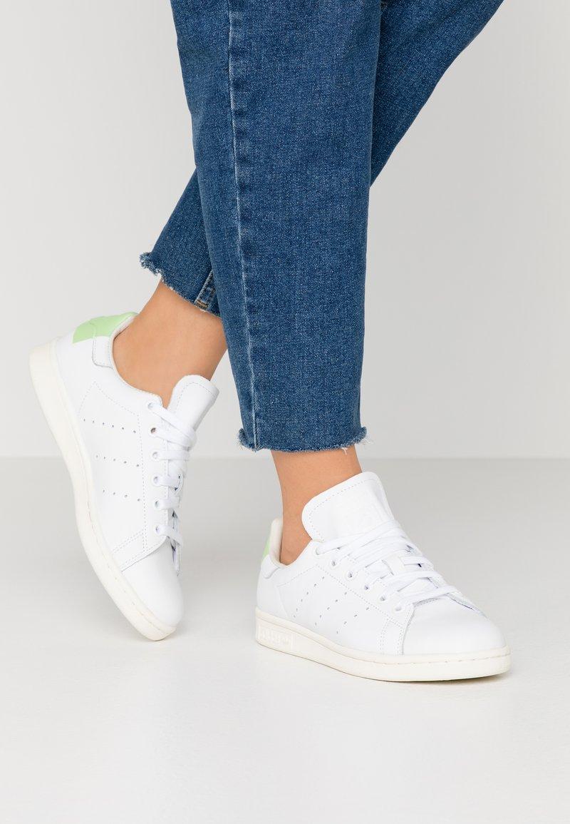 adidas Originals - STAN SMITH  - Tenisky - footwear white/glow green/offwhite