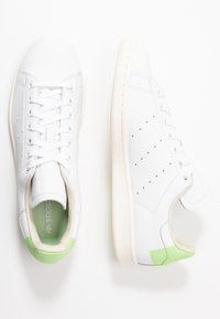 adidas Originals - STAN SMITH  - Tenisky - footwear white/glow green/offwhite - 3