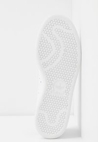 adidas Originals - STAN SMITH  - Sneakers - footwear white/soft vision/offwhite - 6