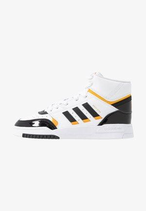DROP STEP BASKETBALL-STYLE SHOES - Sneakers hoog - footwear white/core black/collegiate gold