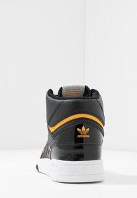 adidas Originals - DROP STEP BASKETBALL-STYLE SHOES - Vysoké tenisky - core black/footwear white/gold - 5