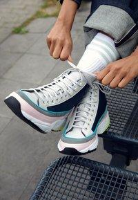 adidas Originals - KIELLOR XTRA - Korkeavartiset tennarit - collegiate navy/grey one - 4