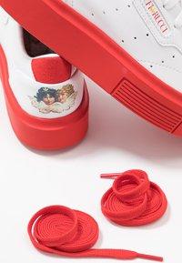 adidas Originals - SLEEK SUPER  - Zapatillas - footwear white/red/core black - 7