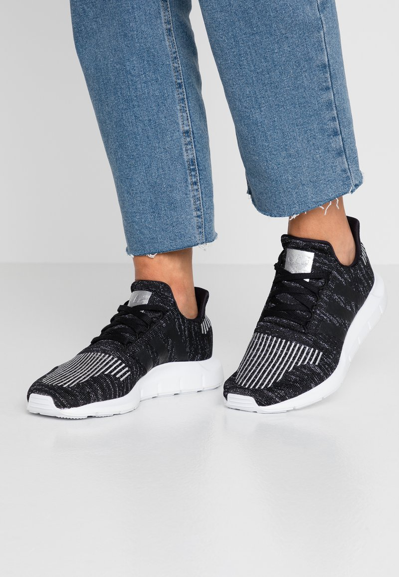 adidas Originals - SWIFT RUN  - Trainers - core black/silver metallic/footwear white