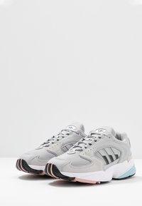 adidas Originals - FALCON 2000 - Baskets basses - grey two/core black/pink spice - 4