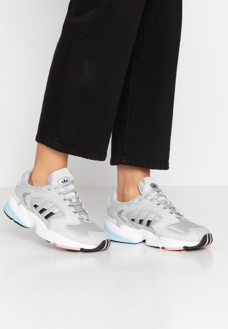 adidas Originals - FALCON 2000 - Baskets basses - grey two/core black/pink spice