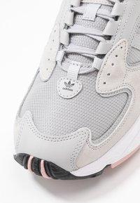 adidas Originals - FALCON 2000 - Baskets basses - grey two/core black/pink spice - 2