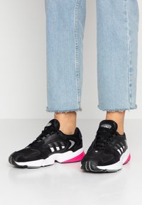 adidas Originals - FALCON 2000 - Sneaker low - core black/footwear white/grey three - 0
