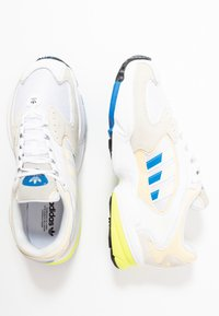 adidas Originals - FALCON 2000 - Sneakersy niskie - offwhite/blue bird/footwear white - 5