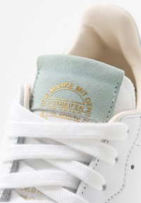 adidas Originals - SUPERCOURT  - Zapatillas - footwear white/vapour green/ecru tint - 2
