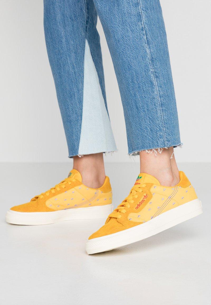 adidas Originals - CONTINENTAL VULC ARIZONA ICETEA PACK - Sneaker low - super color
