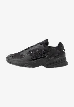 FALCON 2000  - Trainers - core black