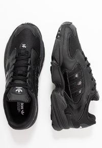 adidas Originals - FALCON 2000  - Tenisky - core black - 5