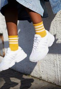 adidas Originals - FALCON 2000  - Sneakers laag - clear black/footwear white - 4
